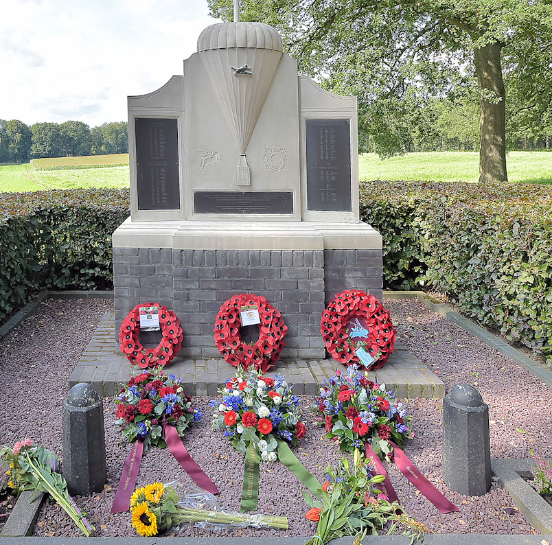 Air Despatch Monument Oosterbeek.